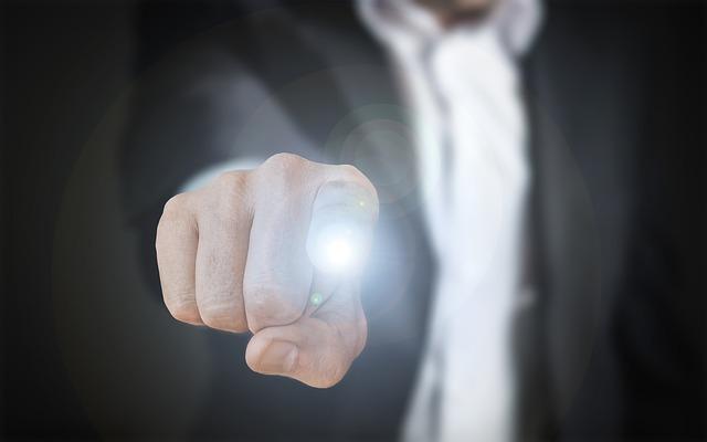 prst na světle